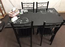 طاولة طعام مع فاترين زجاج للبيع