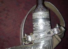 خنجر جميل ذو نصله حاده