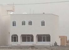 بناية جديدة - خط نزوى صلالة - بتشطييات ممتازة للإيجار