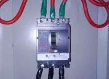 مهندسون كهربائيين لاصلاح جميع اعطال الكهرباء المعقده والمصتعصيه