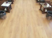فني تركيب باركية ارضيات خشب وغرف نوم بجميع انواعها ومكاتب وصيانه جميع الاثاث