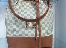 حقائب (لويس فيتون) بتشكيله ولاأروع