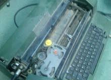 آلة كاتبة كهربائية تراثية للبيع عمرها حول40-60سنة شركةIBM