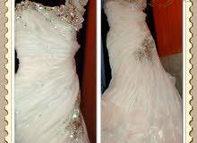 فستان زفاف سكري اللون للبيع ب 50 ريال
