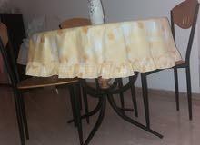 table to eat + 4 chairs طاولة للاكل و4 كراسي حالة جيدة