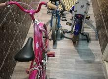 ثلاث دراجات اطفال