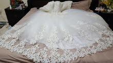 فستان فرح مع الطرحة وجميع الإكسسوارات و الملحقات  مستخدم مرة واحدة فقط للبيع