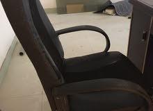 ميز مكتب مع كرسي