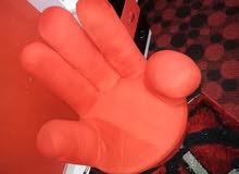 """كرسي """"أحمر"""" لغرف النوم على شكل (كف) بحاله ممتازه"""