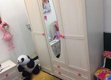 غرفة نوم اطفال جديده مستعمله اقل من شهر والصور مبينه الغرفه جديده للاستفار