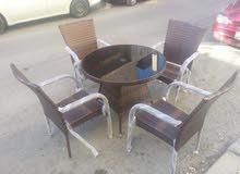 طاولات مع كراسي