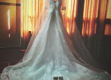 فستان زفاف للبيع بكامل ملحقاته