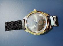 ساعة يد عصرية جميلة ورائعة