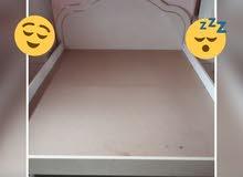 سرير زوجي مستعمل درجه اولى صناعه ايطاليه