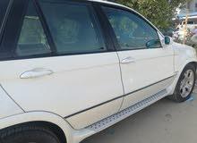 سيارة BMWX5 بحالة جيدة للبيع لدواعي السفر النهائي