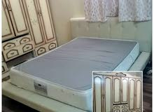 سرير مع خزانة