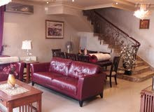 شقة للبيع مع روف مساحة 350م بالقرب من شارع مكة