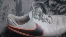 حذاء رياضي نايك (براغي)