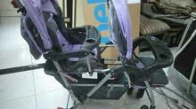 عربة اطفال توأم استخدام بسيط جدا