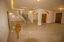 Villa age is 0 - 11 months, consists of 4 Rooms and More than 4 Bathrooms