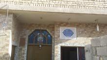بيت في القبله  خلف ساحه لخماسي مساحه134متر طابق واحد  السعر 100 مليون بناء حديث