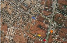 ارض  من المالك قريبة من طريق طرابلس  مقابل شيل الشريف بعد الجامعة بدقيقتين قبل فندق منارة بنغازي