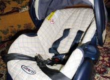 كرسي سيارة للطفل جراكو أمريكي.. وطاولة طعام شبه جديد مخزنة للبيع لدواعي السفر