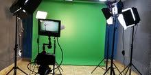 استوديو مجهز بكامل الخدمات للتسجيل والتصوير الاحترافي