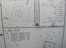 للبيع ارض سكنية ممتازة في العقدة السابعة حولها العديد من المنازل القائمة