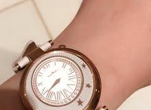 ساعة نسائية للبيع