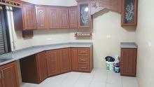 شقة شبه أرضية للبيع مع مطبخ هدية- لقطة