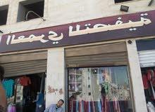 ملابس اوروبية شتوية للبيع داخل المحل كاملة بسبب السفر