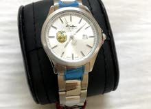 ساعة kolber جديدة عليها شعار الجامعة