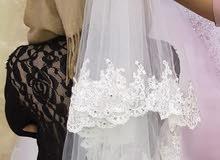 فستان عاروس للبيع لبس ساعتين جديد مع طرحه ورداء وتاج