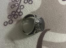 خاتم من الأحجار الكريمة للبيع