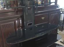 للبيع طاولة تلفزيون شبه جديده