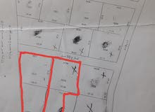 ارض المساحه هكتار على الرئيسي مدخل بنغازي الغربي وبها منزل صغير فقط بي 130الف