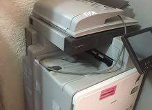 جهاز طباعه اصلي ملون وعادي يطبع  A4 وجميع انواع الورق استخدام 10 ايام نضيف جدا يطبع وجهين