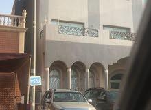 للبيع بيت في عبدالله المبارك موقع شارع وسكه عريضه مع حديقه