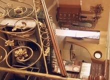 بيت للبيع او للايجار طابقين ويتضمن حواصل والبيت من الخارج حجر قدسي