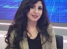 مذيعة اخبارية او برامج تلفزيونية