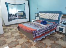 غرفة  نوم تركية مع ميز  بلازما مع طباخ