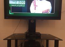 تلفاز هيتاشي نظيف جداً 42 بوصة مع الطاولة للبيع
