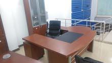 مكتب اداري حجم متوسط + طاولة وكرسي