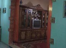 منزل للبيع في عين زاره مساحة300ومسقوفه 180يتكون من ثلاثة غرف نوم وحمام ومطبخ ومن