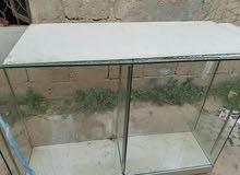 ديكور محل زجاج كامل متكون من مرايات و رفوف و ماسه زجاجيه