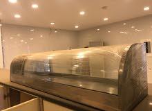 معدات مطعم ( فرن دوار 18 صاج + 2 ترولي + فرن بيتزا سير مقاس 18 + سخان عرض + ثلاجة عرض عدد 2 + شواية