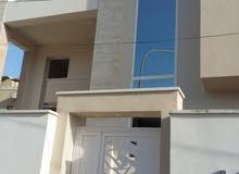 مبني تجاري اربع طوابق تشطيب جديد.