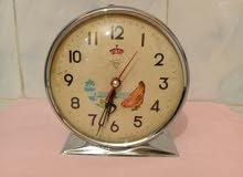 ساعة الدجاجة قديمة صنعت في عام 1960 في حالة جيدة تعمل بشکل جيد جدا