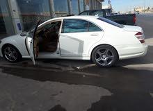 سيارة مرسيدس E500 ابيض اللون